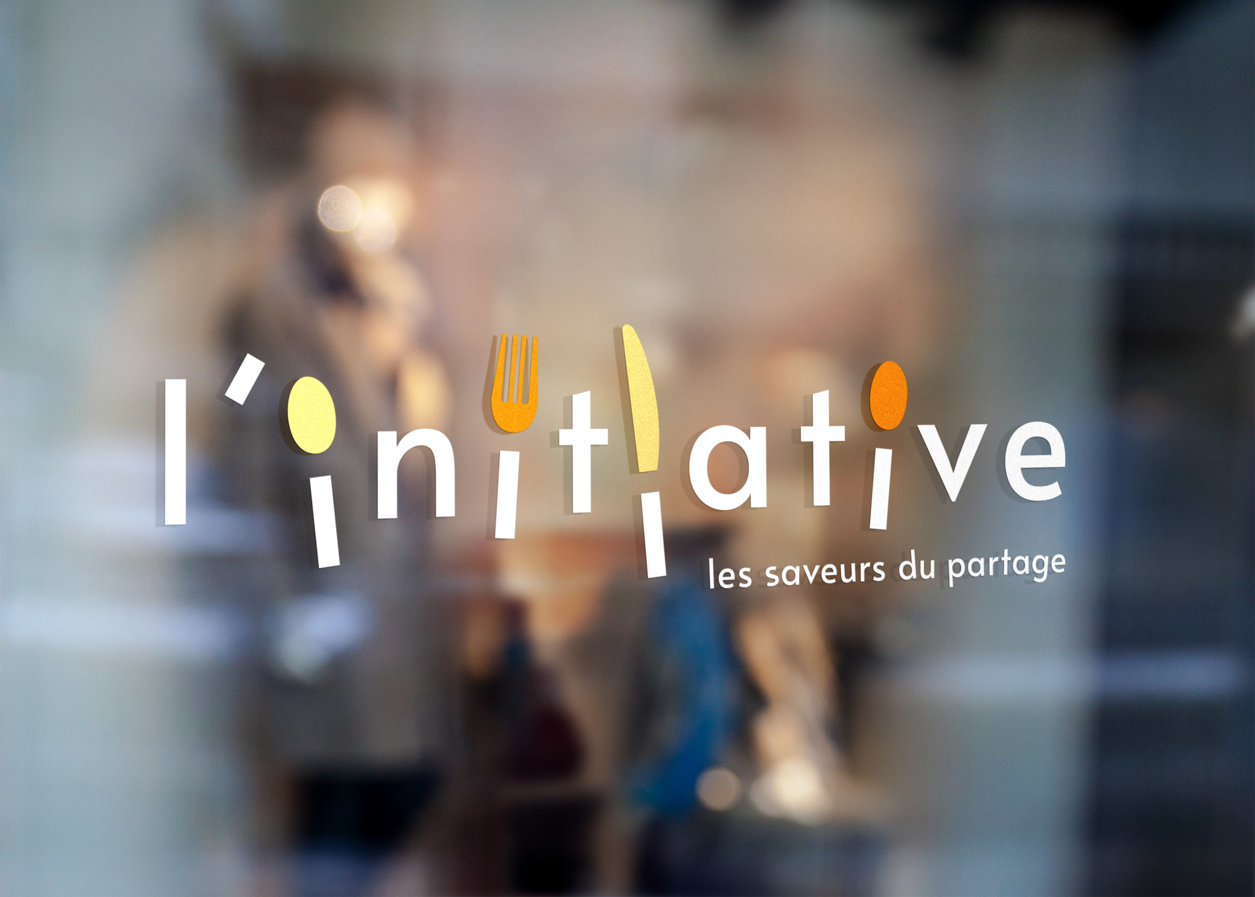 Logotype du restaurant L'Initiative sur la vitrine